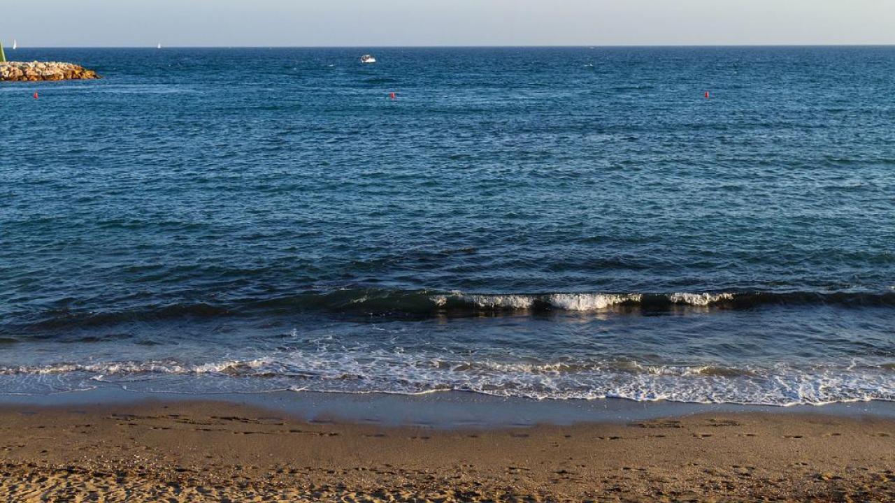 playa & mar